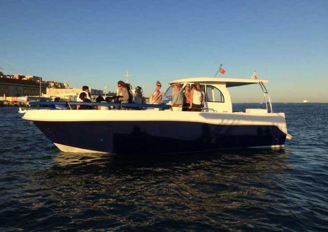 Barco a motor vende-se