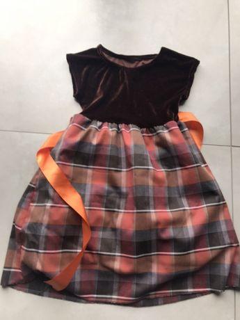 Sukienka w kolorach jesieni, 4 lata