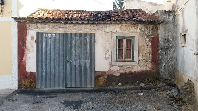 Moradia na aldeia de Malaqueijo (necessita de obras) Urgente!
