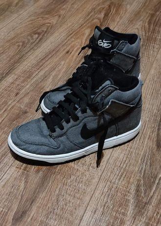 Кроссовки Nike серые