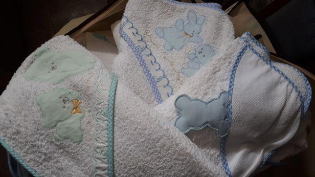 Toalhas para o banho e fraldas para bebés