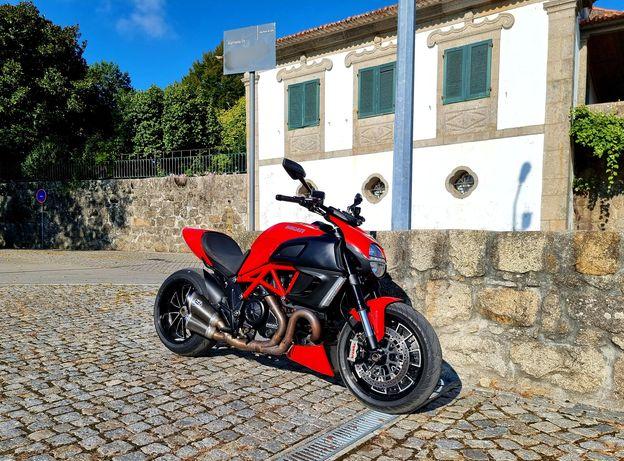 Ducati Diavel /aceito retoma