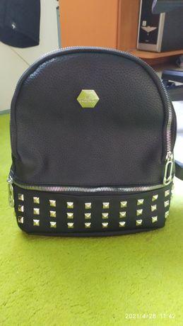Продам рюкзак женский черный