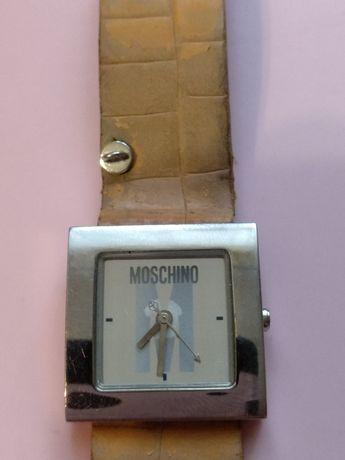 Часы женские Moschino