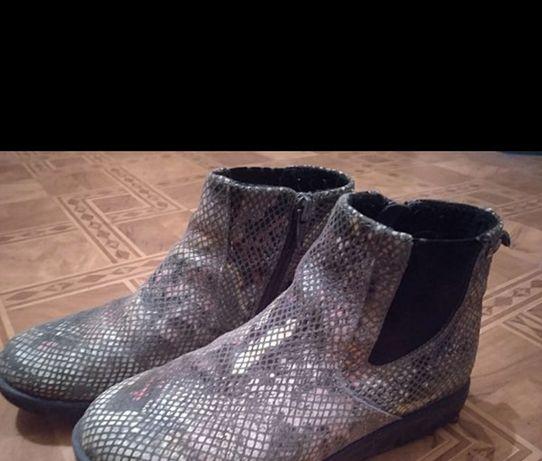 Продам кожаные красивые деми-ботинки Бартек в отличном состоянии