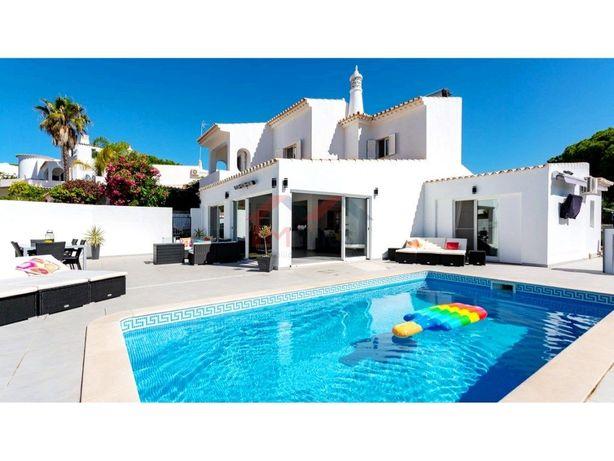 Moradia V4 com piscina a 10 minutos a pé da praia – Vale ...