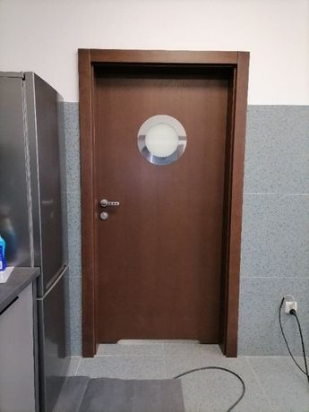 Drzwi wewnętrzne drewniane z bulajem
