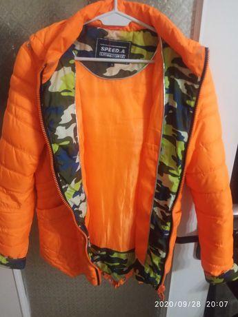 Pomarańczowa kurtka ze wstawkami moro wewnątrz