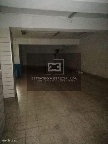Oeiras / Algés - Loja p/ arrendar - Av  Bomb. Voluntários