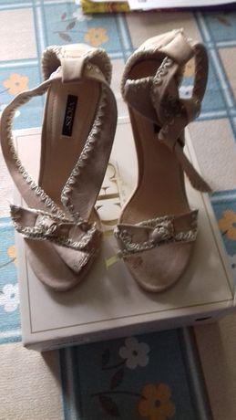 Sandalki kolor bez roz 38