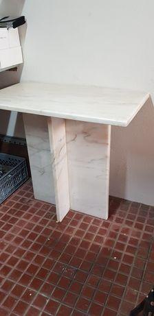 Mesa em mármore polido