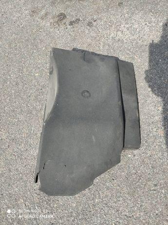 Крышка АКБ Vectra C с повреждениями