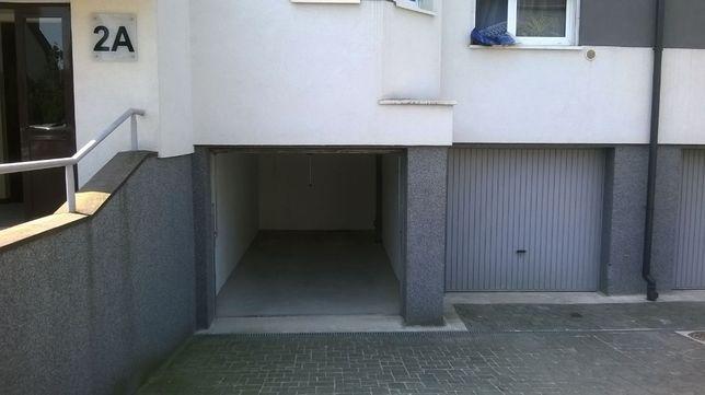 Garaż murowany pod budynkiem