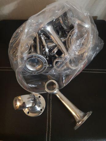 Держатели для труб 16 штук и крючки