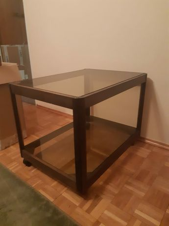 Stolik, ława - drewniany kawowy szklany stan bdb, z kółkami
