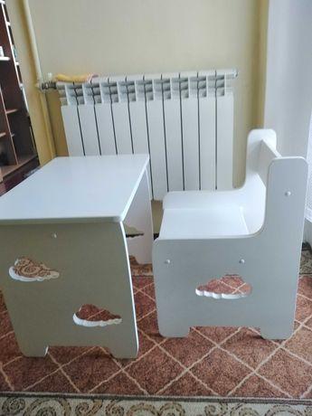 Krzesło i stolik dla dziecka