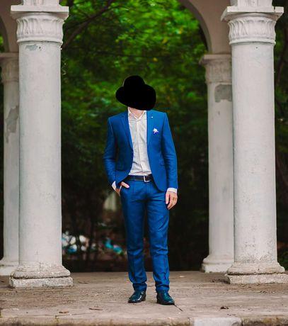 Продам костюм мужской синего цвета