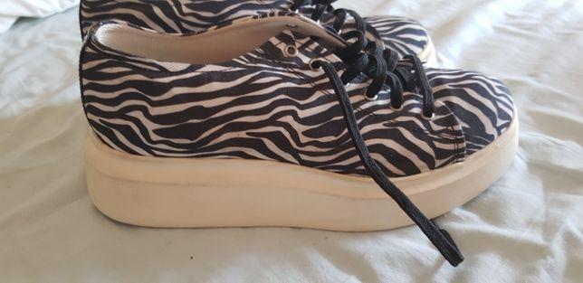 Sapatilhas / Sapatos de plataforma