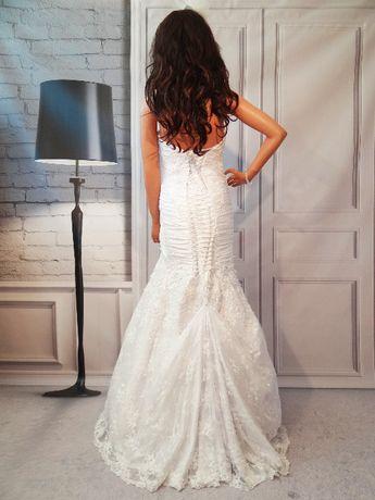 Śliczna suknia ślubna rybka z trenem i koronką