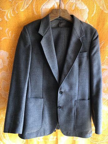 Продам костюм ГДР