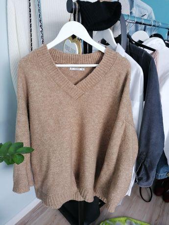 Sweter oversize kremowy brązowy dekolt w serek