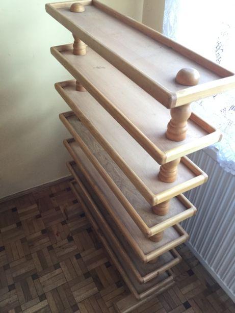 Mały regał do pokoju dziecięcego z litego drewna - produkt szwedzki