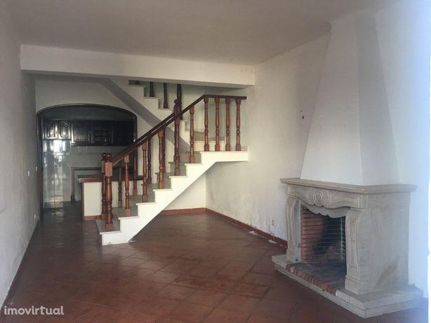 Vende-se prédio em Beja Rés-do-chão, 1º andar e Sótão!