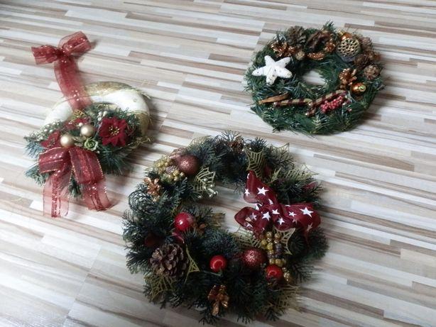 świąteczne wianki na drzwi