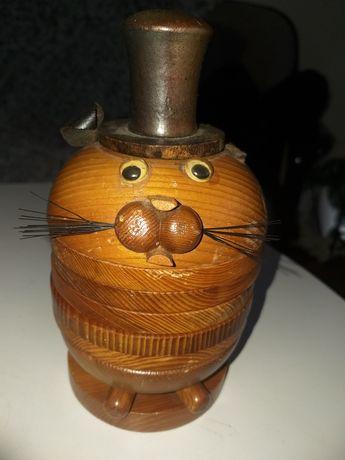 Stare drewniane podstawki z okresu PRL, mysz w kapeluszu