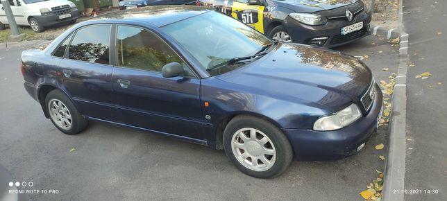 Audi A4.бензин1.6.