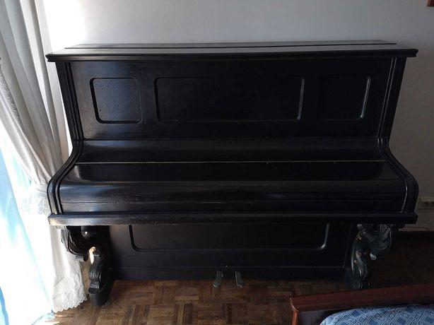 Piano Vertical A.H. Frangke , Grátis / 3º Andar