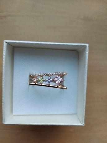 Piękny pierścionek z cyrkoniami r.8