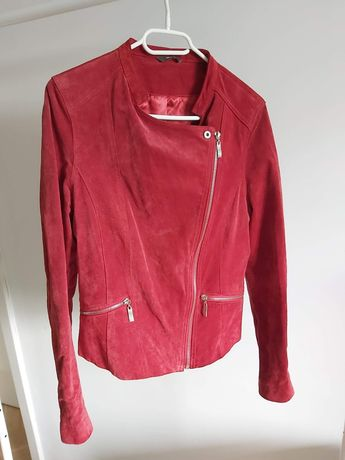 Zamszowa, czerwona kurtka ramoneska