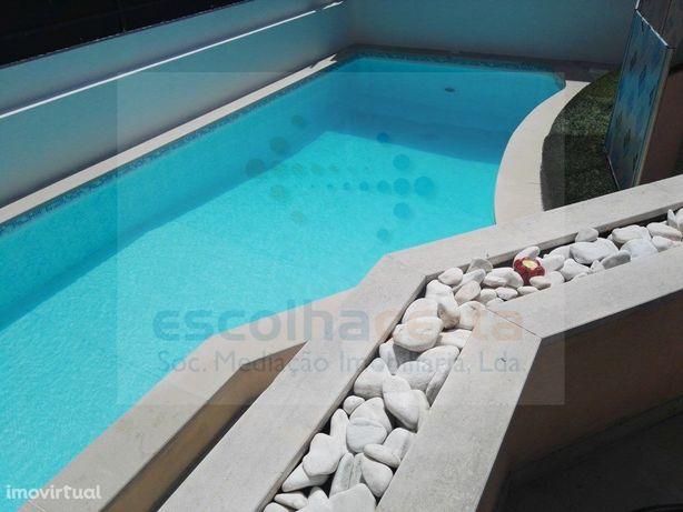 Moradia T5 Alcochete com piscina aquecida