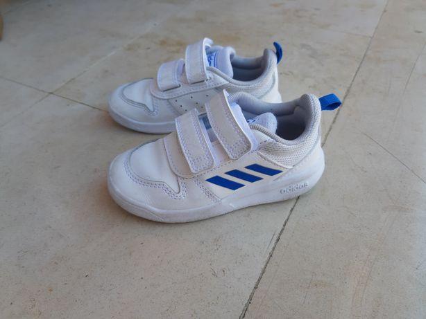Tenis Adidas tamanho 24