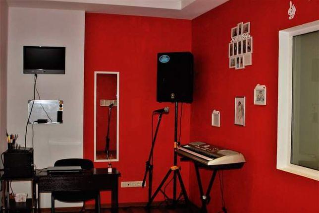 Набор на уроки вокала в вокальную студию открыт.