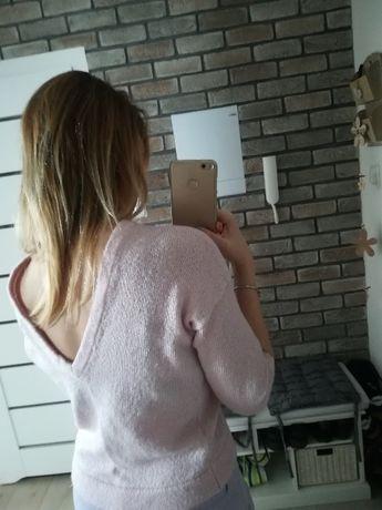 sweter pastelowy różowy ze szpicem na plecach Mohito XXS XS