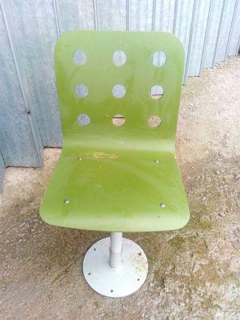 Cadeira  c/ regulador de altura.