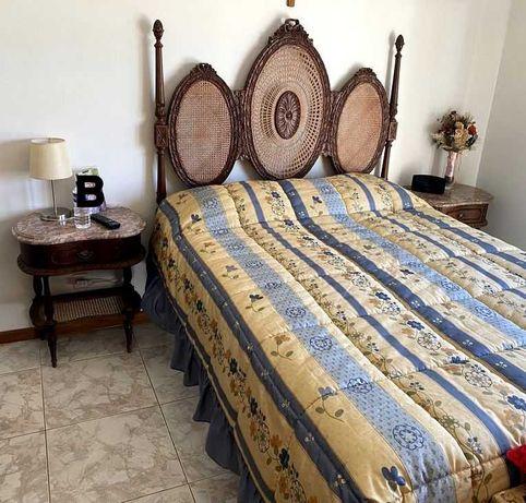 Mobília de quarto de casal em palhinha