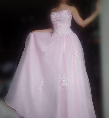 Платье нарядное, цвет нежно-розовый, р.46-48,в хорошем состоянии,торг.