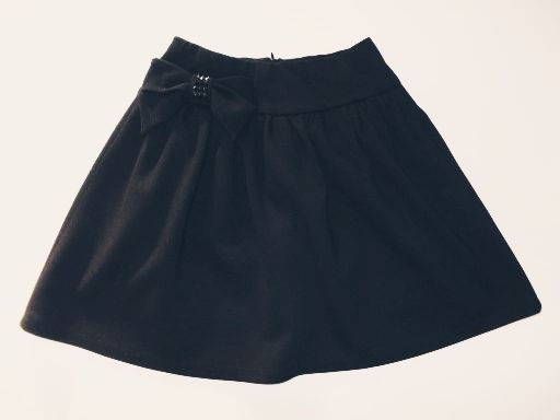 Elegancka spodniczka z kolekcji elegancka czerń firmy Wójcik
