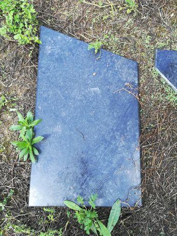 Várias pedras em granito preto polido