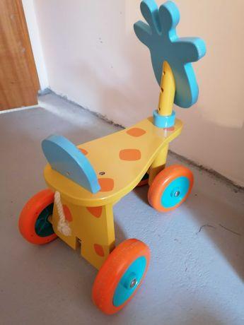 Triciclo/andador girafa