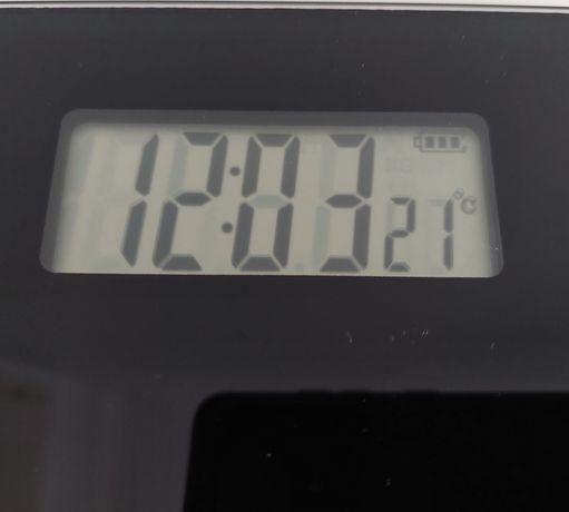 Balança electrónica com relógio Pierre Cardin