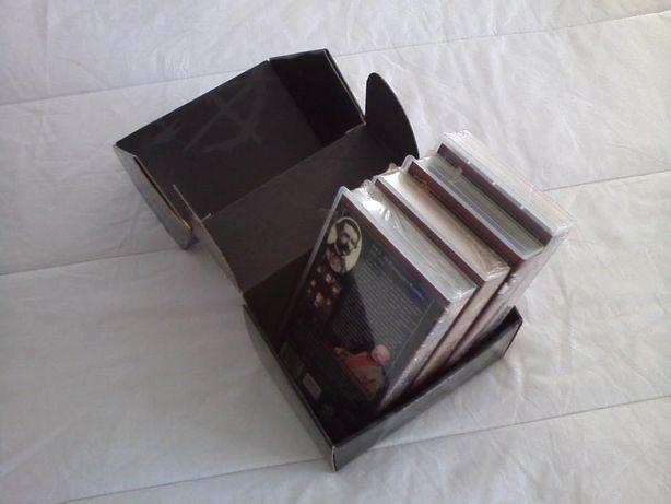 """Conjunto de VHS """"História Essencial de Portugal"""" + Caixa NOVO"""