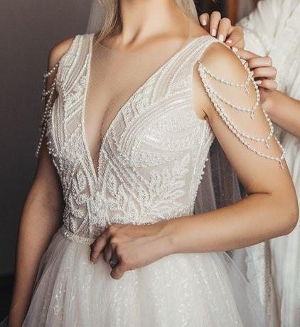 Весільне плаття зі шлейфом