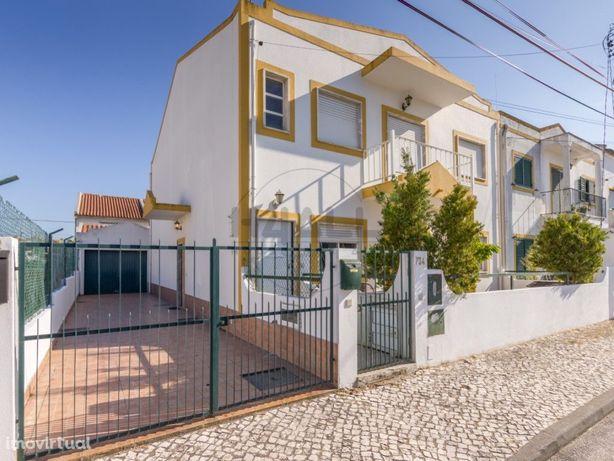 Piso Térreo de Moradia com garagem, jardim e logradouro -...