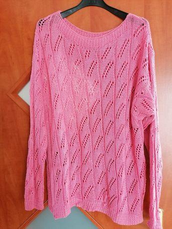 Różowy sweterek z dziurkami