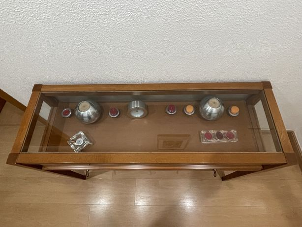 Mesa de entrada cerejeira e vidro