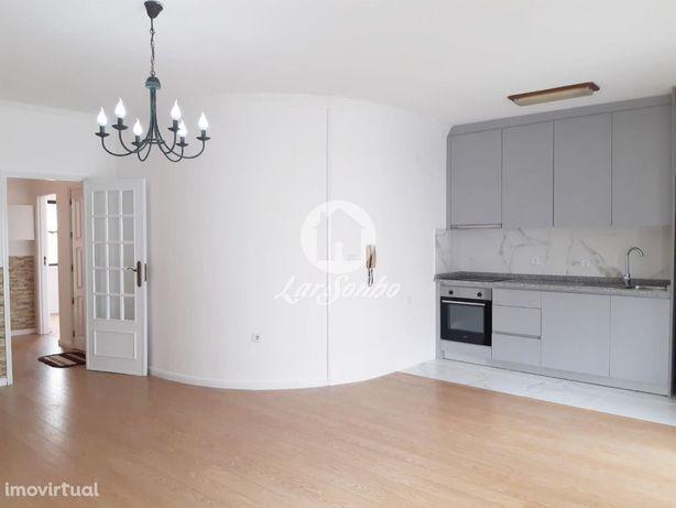 Apartamento T2 remodelado, na 3ª linha de mar, na Póvoa de Varzim